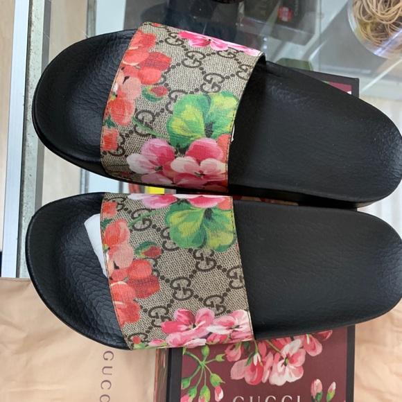 8b2c1df3c GG Blooms Supreme slide sandal GUCCI SIZE 38G